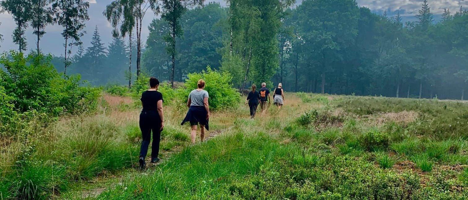Wandelaars in de Sysselt in Ede